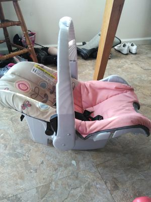 Infant car seat with base for Sale in Eastpointe, MI