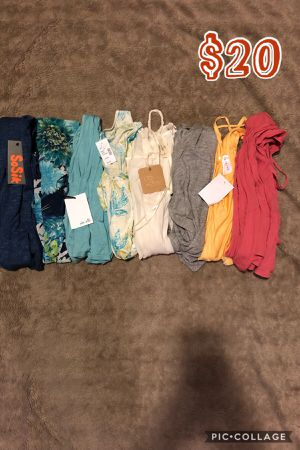 JUNIORS TOPS BUNDLE🌺ALL SMALL for Sale in Bellflower, CA