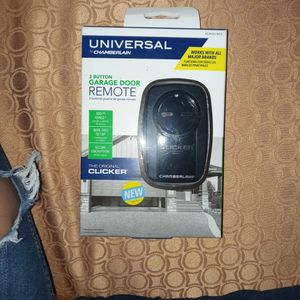 Universal Garage Door Remote By CHAMBERLAIN for Sale in Pomona, CA