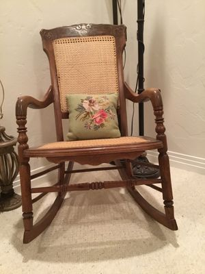 Antique rocking chair excellent conditions for Sale in Las Vegas, NV