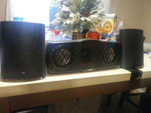 2 little Speaker CERWIN VEGA. 1 CENTRAL KLIPSCH $45 for all firm on price for Sale in Compton, CA