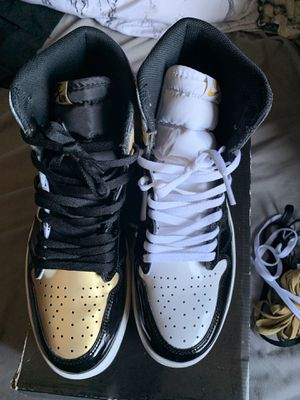 "AIR JORDAN RETRO 1 ""GOLD TOP 3"" size 11 for Sale in Los Angeles, CA"