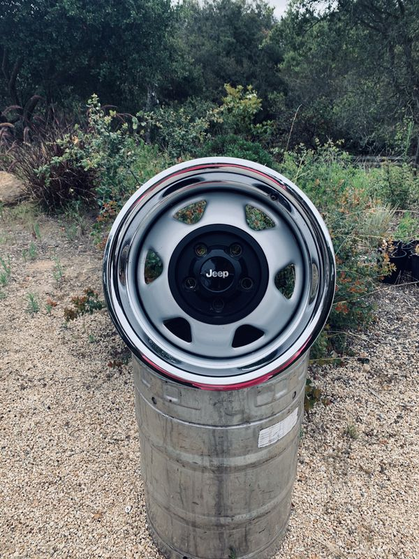 ON SALE 15 inch Jeep wheels beauty rims AMAZING CONDITION