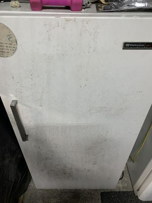 White Westinghouse upright freezer for Sale in Fort Meade, FL