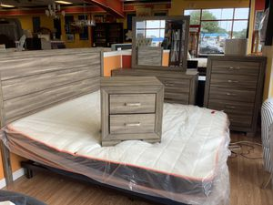 5 Piece Grey King Size Bedroom Set for Sale in Virginia Beach, VA