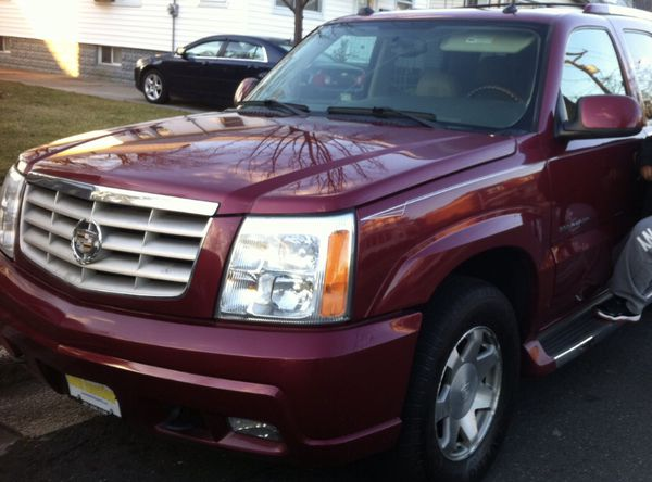 2005 Cadillac Escalade 174,000 miles well Maintained ! Willing to Title trade for a BMW 3 series 2006 & up