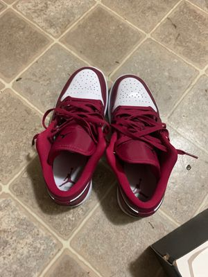 Jordan 1'z burgundy and white for Sale in Kent, WA
