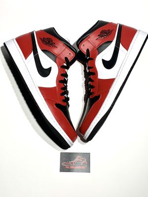 Nike Air Jordan 1 mid Chicago Black Toe size 9,9.5,10.5,11,12 for Sale in Naperville, IL