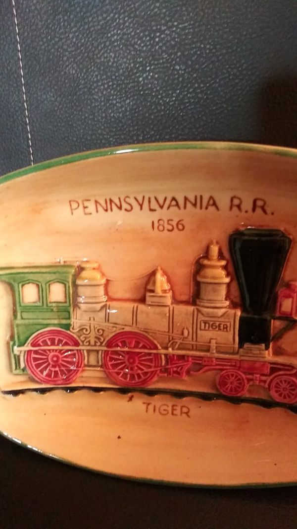 Antique piece of beautiful pennsbury POTTERY. Table tray or wall hanger. Dated 1856.