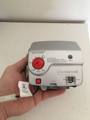 """WATER HEATER GAS VALVE WT8840 Water Heater Gas Valve Control, NG - 1"""" Spud, 4"""" W.C. for Sale in Columbus, GA"""