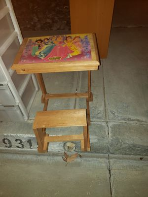 Kids disney chair/desk for Sale in Menifee, CA