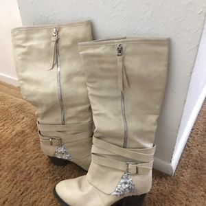 Ladies size 8 boots for Sale in Midvale, UT
