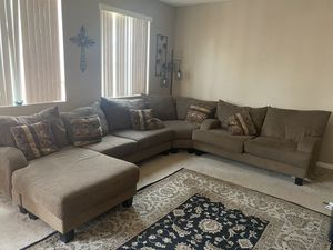 Brown Sectional couch for Sale in Sacramento, CA