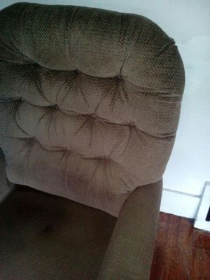 Must sell so i can move to new state. Recliner for Sale in Detroit, MI