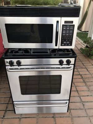 Gas stove and microwave used for Sale in Sacramento, CA