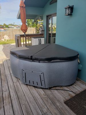 2 Seater Hot Tub $1100 OBO for Sale in Apollo Beach, FL