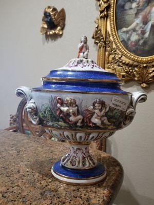Antique capodimonte porcelain vase/urn for Sale in Miami, FL