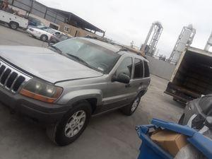 Partes de Jeep granchoroke 2001 for Sale in Los Angeles, CA