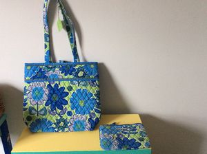 Vera Bradley Double Daisy Tote and Makeup Case - NEW for Sale in Lake Ridge, VA