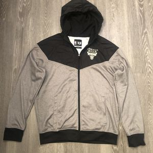 CHICAGO BULLS NBA Apparel Logo Jacket With Hoodie Black And Gray Size Large for Sale in Apopka, FL