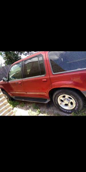 2000 Ford Explorer XLT for Sale in Eagle Lake, FL