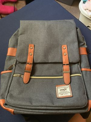 Wengie back pack grey for Sale in Whittier, CA