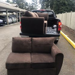 Nice Sectional Couch for Sale in Marysville,  WA
