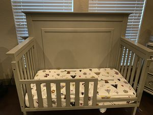 Munire-4 in 1 crib in light gray for Sale in San Antonio, TX