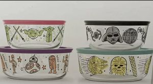 Star Wars 8 pc Pyrex set New for Sale in Duncan, SC