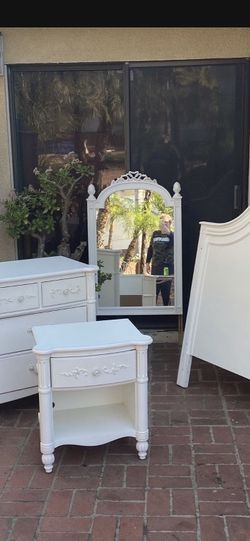 GorgeChild Girls Room Furniture Bed Full Size / Dresser/ Mirror/ Armoire / Nightstand White French Chic Made In USA Solid Wood - Delivery 🚚 Available for Sale in Burbank,  CA
