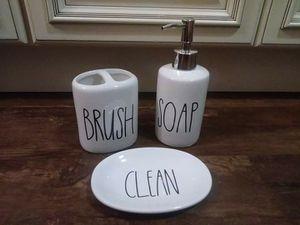 Bathroom set / vanity makeup set for Sale in Lakeland, FL