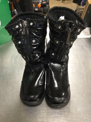 Girls winter boots size y2 for Sale in Matawan, NJ