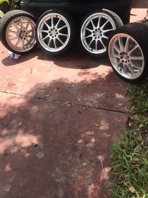 20 inch rims for sale 5 lugs universal , no centers.. for Sale in Orlando, FL