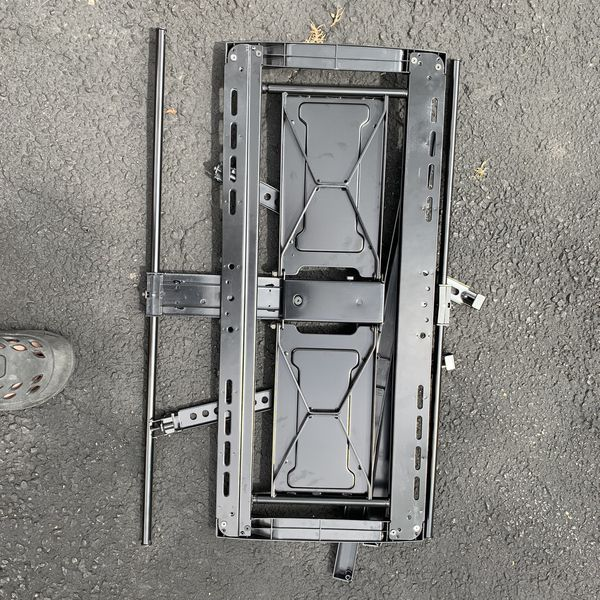 Tv wall mount 40-65 in good condition