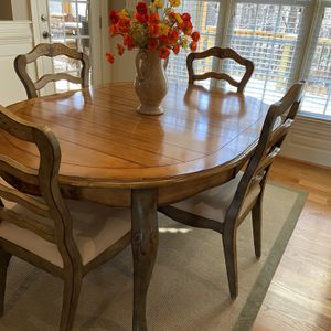 Dining Table W/6 Chairs & Hutch for Sale in Wake Forest, NC