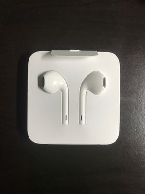 iPhone apple earbuds (Wired) for Sale in Stuart, FL