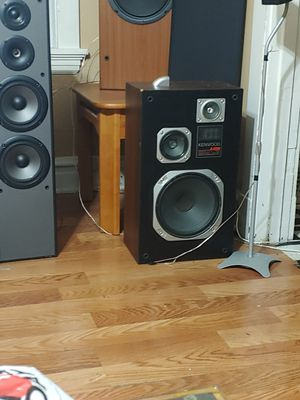 Pioneer kenwood maybe bose for Sale in St. Louis, MO