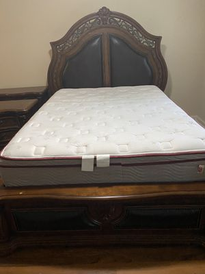 Pulaski Queen Bed Set with Mattress Set for Sale in Dunwoody, GA