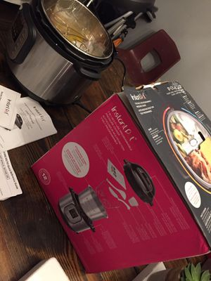 Instant Pot 8 Quart Electric Pressure Cooker Full Kit for Sale in Houston, TX