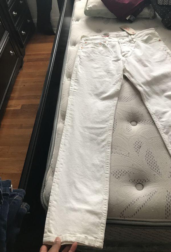 Men's white Levi's jeans