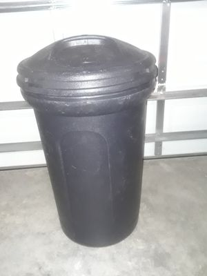 Trash Can (32 Gallon) for Sale in Kissimmee, FL