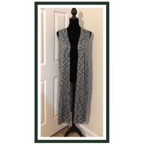 EUC LuLaRoe Joy Vest..Forest Green & White..HTF..Size M (10-12).. Pre-Owned in Excellent Used Condition..Rarely Used Like New! This is a lightweight for Sale in Virginia Beach, VA