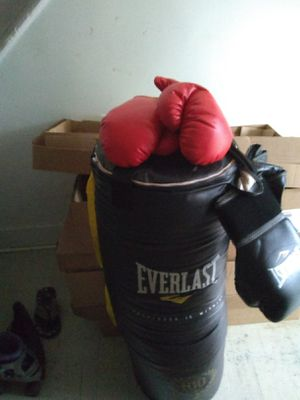 Heavy bag n two sets of gloves for Sale in Lynchburg, VA