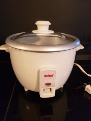 5 cup rice cooker for Sale in Arlington Heights, IL