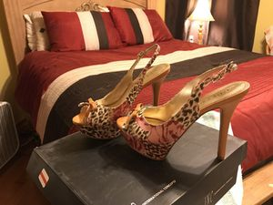 Guess shoes size 61/2 for Sale in Salem, MA