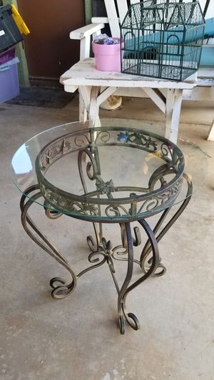 Iron Patio Plant Stand End Table for Sale in Peoria, AZ
