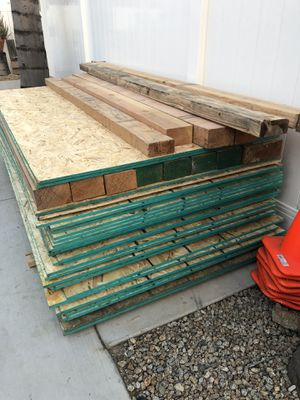 5/8 OSB PLYWOOD 4' x 8' for Sale in Bloomington, CA