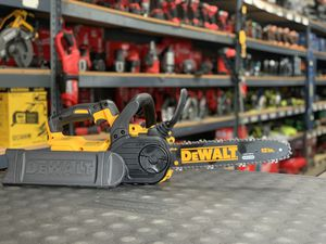 DEWALT 20v XR CORDLESS CHAINSAW NO BATTERY OR CHARGER INCLUDED TOOL ONLY SOLO LA HERRAMIENTA for Sale in Moreno Valley, CA