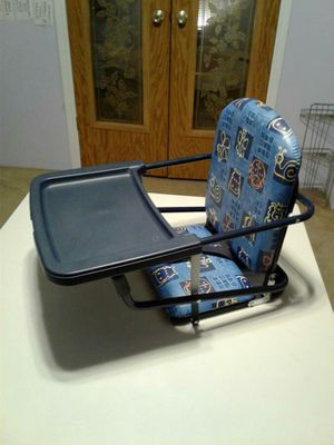 Nice portable high chair / booster seat for Sale in Austin, TX