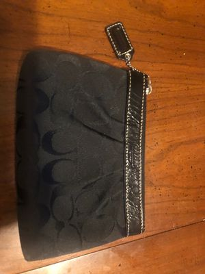 Coach wristlet purse for Sale in Inwood, WV